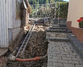 Izkop med temelji in pod stopniščem, križanje - 9.7.2020