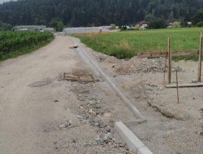 Izvedba cestnih robnikov in meteorne kanalizacije na dostopni cesti – 22.07.2021