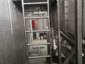 Izvedena lestev in podest na mehanskem pred čiščenju - 13.8.2021